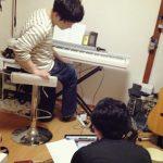 私の自宅の音楽スペースでは、ギーボードのレコーディングが行われています!